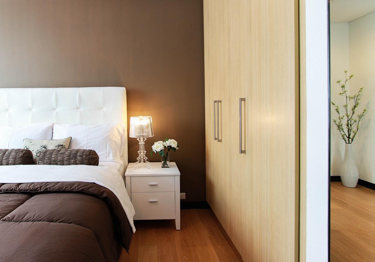 Jak ożywić wnętrze sypialni?
